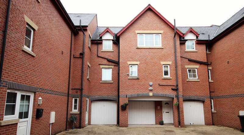 3 Bedrooms Town House for sale in Orchard Lane, Leigh, WN7 1EH