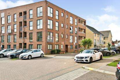 2 Bedrooms Flat for sale in Grays, Thurrock, Essex