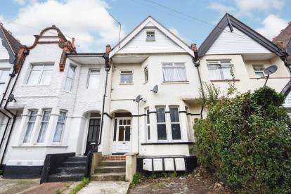2 Bedrooms Flat for sale in Southend-On-Sea, ., Essex