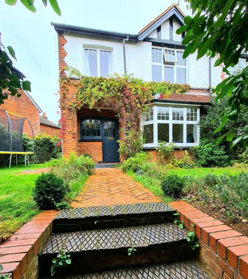 3 Bedrooms Semi Detached House for sale in Walkern Road, Stevenage, SG1 3RE