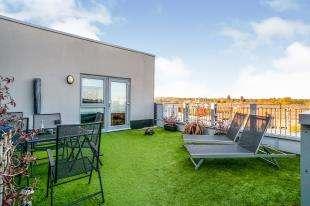2 Bedrooms Flat for sale in Orchid Court, Sovereign Way, Tonbridge, Kent