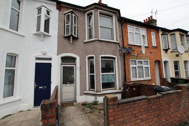 3 Bedrooms Terraced House for rent in Kennedy Road, Barking, Essex, IG11 7XJ