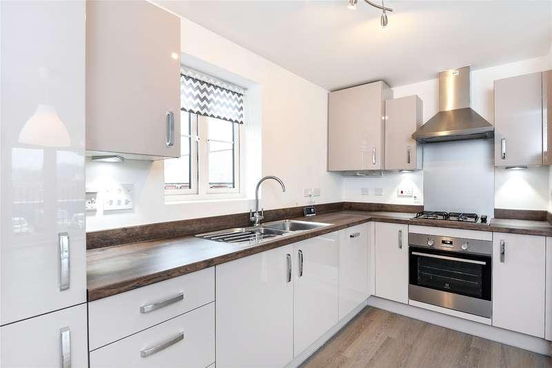 2 Bedrooms Apartment Flat for rent in William Heelas Way, Wokingham, Berkshire, RG40