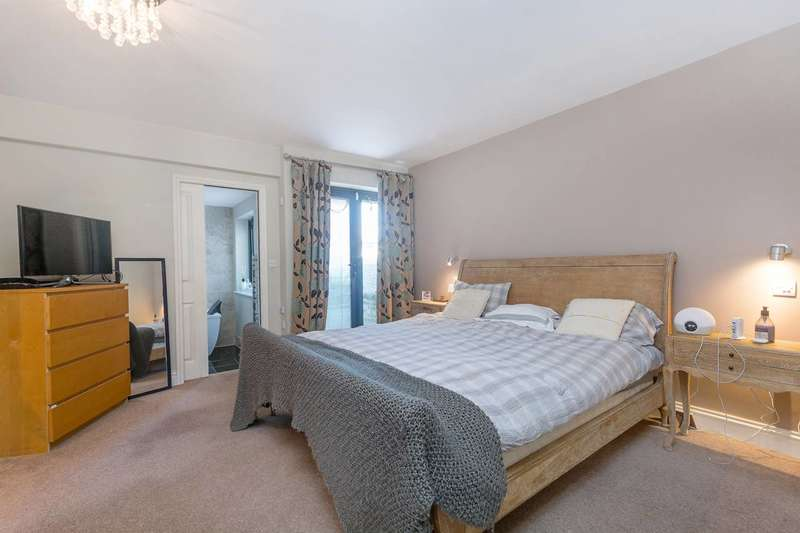 3 Bedrooms House for sale in St Helens Road, Ealing, W13