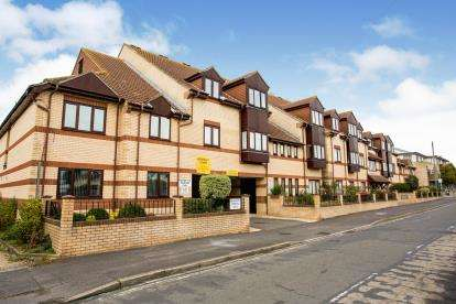 2 Bedrooms Flat for sale in 25 Elmore Road, Lee-On-The-Solent, Hampshire