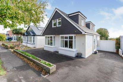 4 Bedrooms Bungalow for sale in Drayton, Hampshire