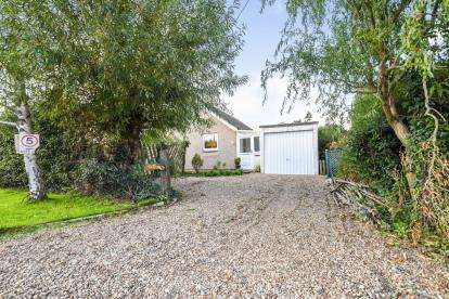 2 Bedrooms Bungalow for sale in St Lawrence, Southminster, Essex