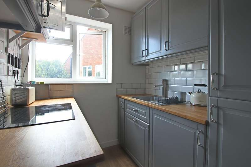 2 Bedrooms Flat for rent in Railway Street, Hertford