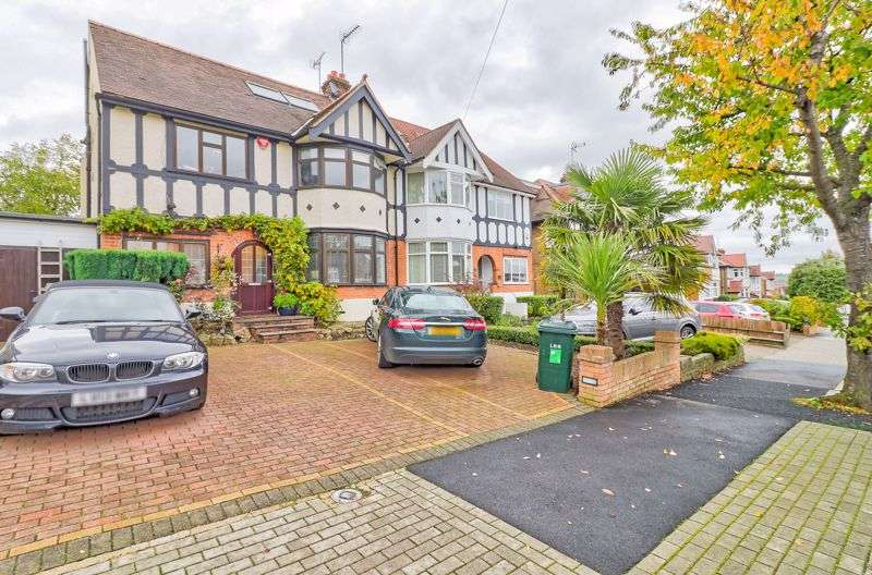 4 Bedrooms Property for sale in Northumberland Road, Barnet, EN5