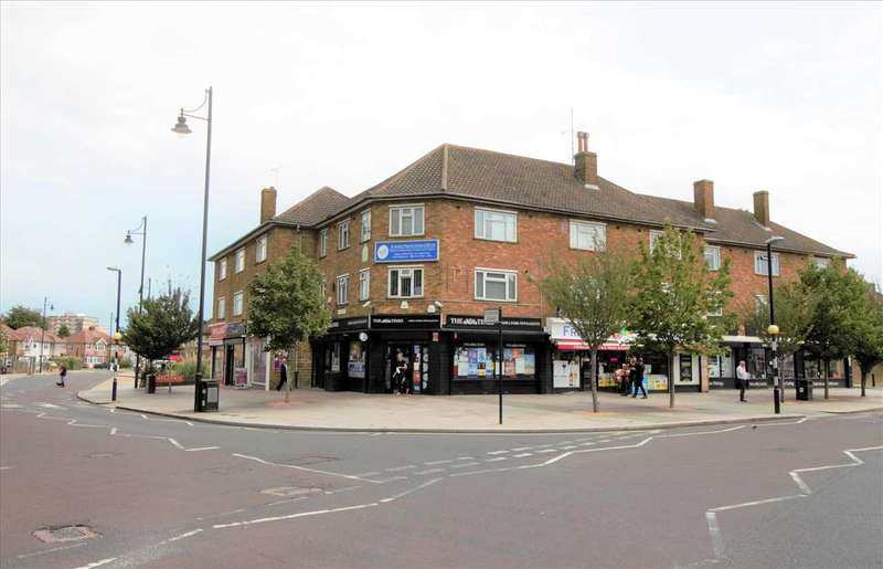 2 Bedrooms Apartment Flat for rent in Station Road, Romford