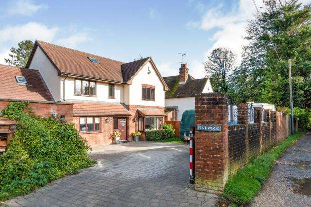 4 Bedrooms Detached House for sale in Worting, Basingstoke, Hampshire