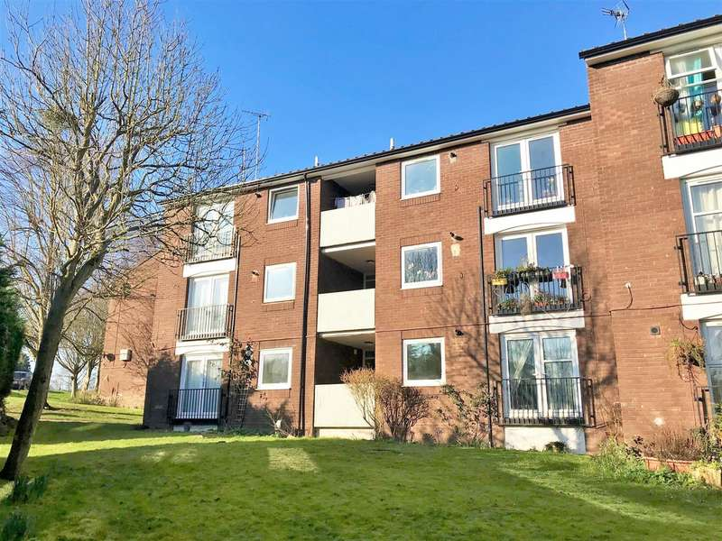 2 Bedrooms Apartment Flat for rent in Scrubbitts Square, Radlett