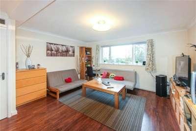 2 Bedrooms Flat for rent in Warren Road, Guildford