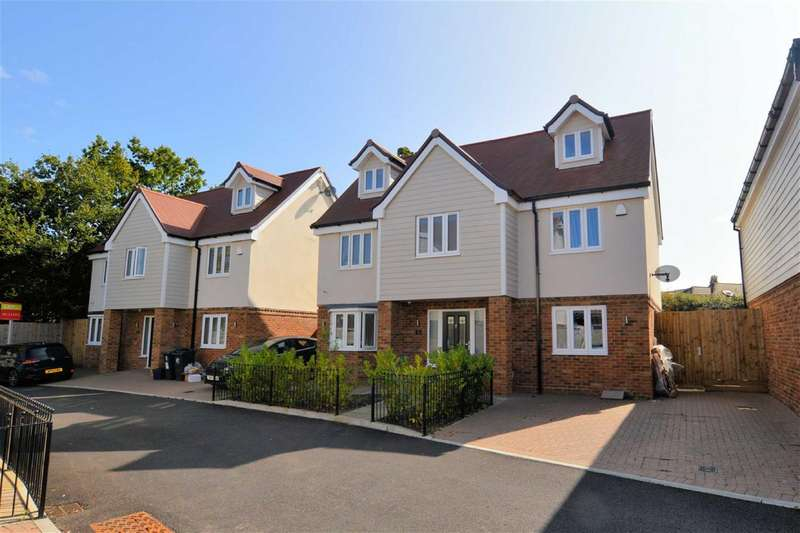 5 Bedrooms Detached House for sale in Abbotts Way, Oak Hill Road, Stapleford Abbotts