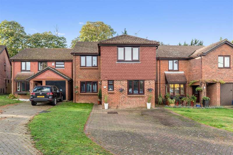 3 Bedrooms Detached House for sale in Northbrooke, Gore Hill, Ashford