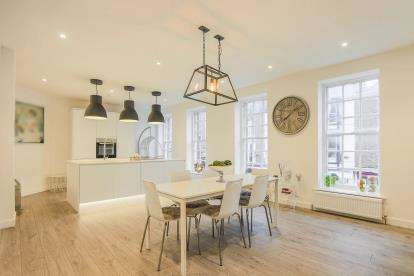 2 Bedrooms Flat for sale in Apartment 1, 56 High Street, Knaresborough, North Yorkshire