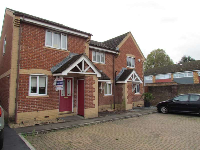 2 Bedrooms Terraced House for sale in Pettys Close, Cheshunt, EN8
