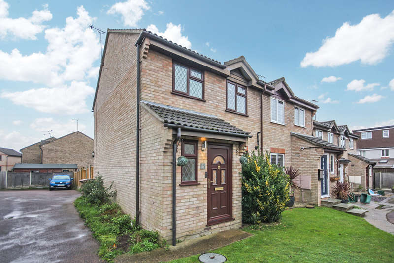 3 Bedrooms Semi Detached House for sale in Kirk Place , Chelmsford