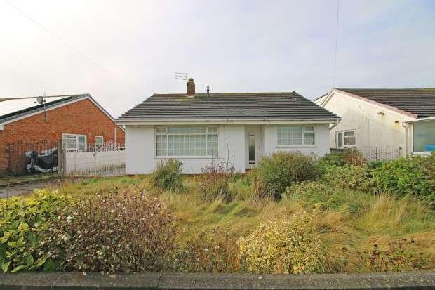 3 Bedrooms Bungalow for sale in Buttermere Avenue, Fleetwood, FY7