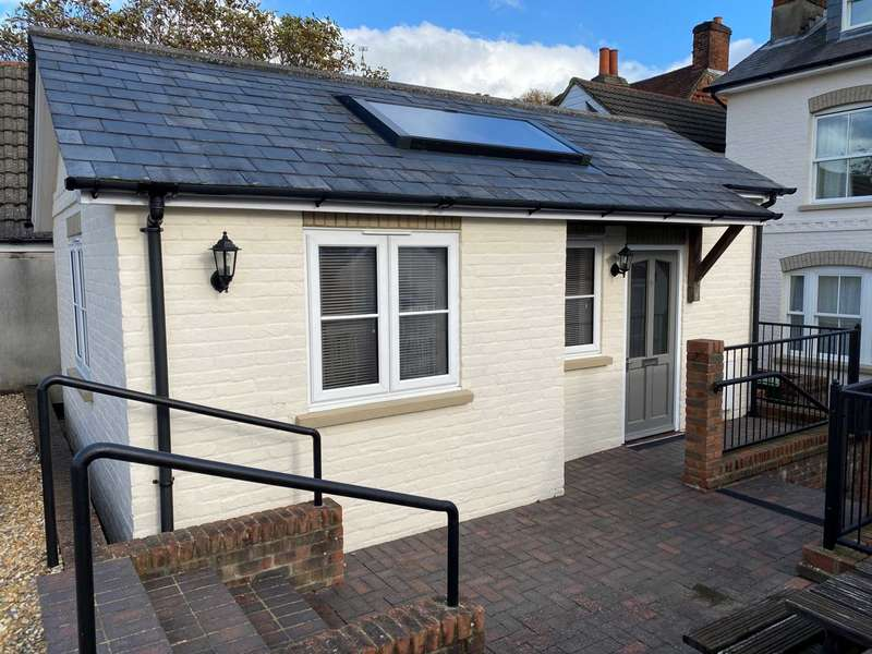 1 Bedroom Studio Flat for rent in Normandy Street, Alton