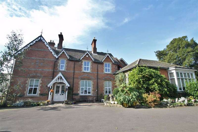 7 Bedrooms Detached House for sale in The Street, Cobham