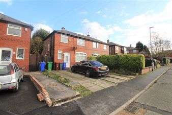 3 Bedrooms Semi Detached House for rent in Wyville Drive, Manchester