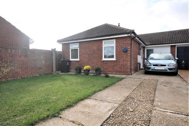 2 Bedrooms Bungalow for sale in Donne Drive, West Clacton