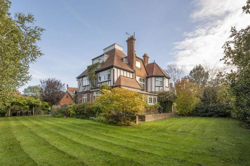 5 Bedrooms Detached House for sale in St Georges Road, St Margarets Trust Ground