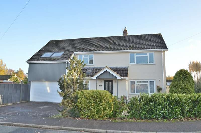 4 Bedrooms Detached House for sale in Common Road, Chandler's Ford