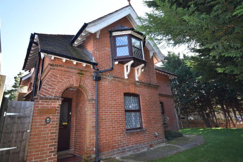 4 Bedrooms Detached House for sale in School Lane, Newport