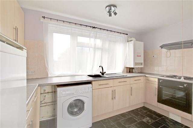 2 Bedrooms Flat for rent in Southgate, Crawley