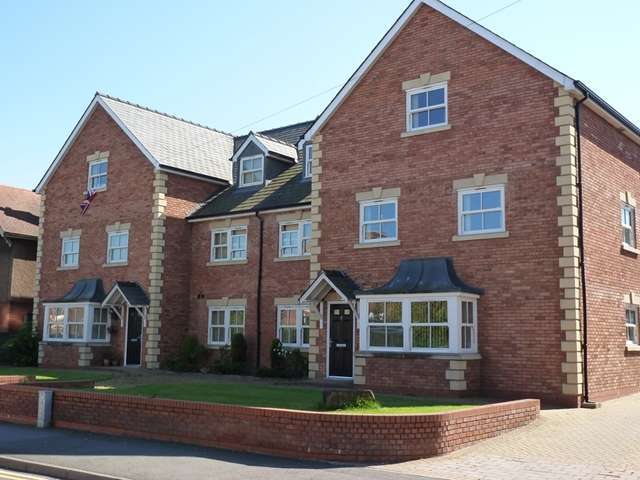 2 Bedrooms Flat for rent in Westbrook Court, Bromyard Road, St Johns, Worcester