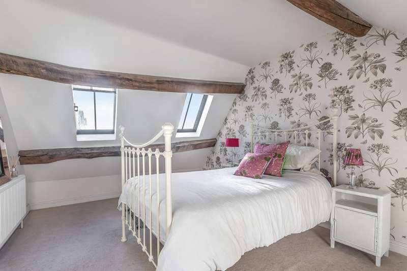 5 Bedrooms House for sale in Market Place, Tetbury, GL8