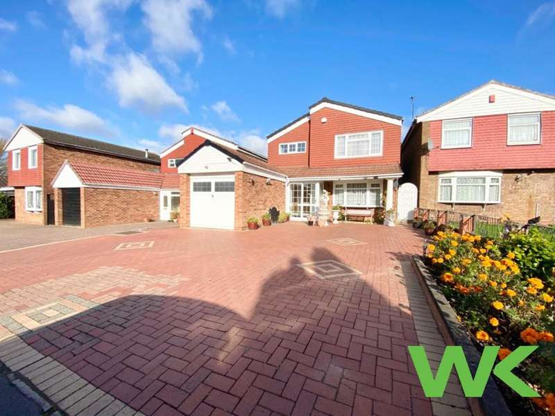 4 Bedrooms Detached House for sale in St Davids Close, West Bromwich, B70
