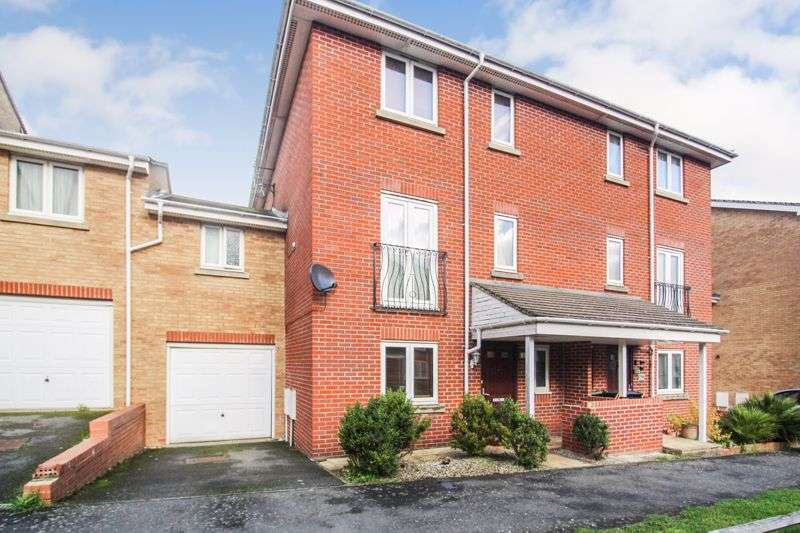 4 Bedrooms Property for sale in Primrose Close, Luton