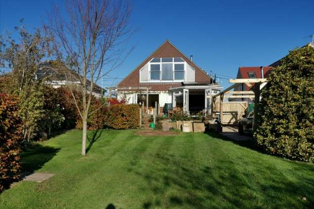 5 Bedrooms Detached House for sale in Wannock Drive, Polegate, BN26