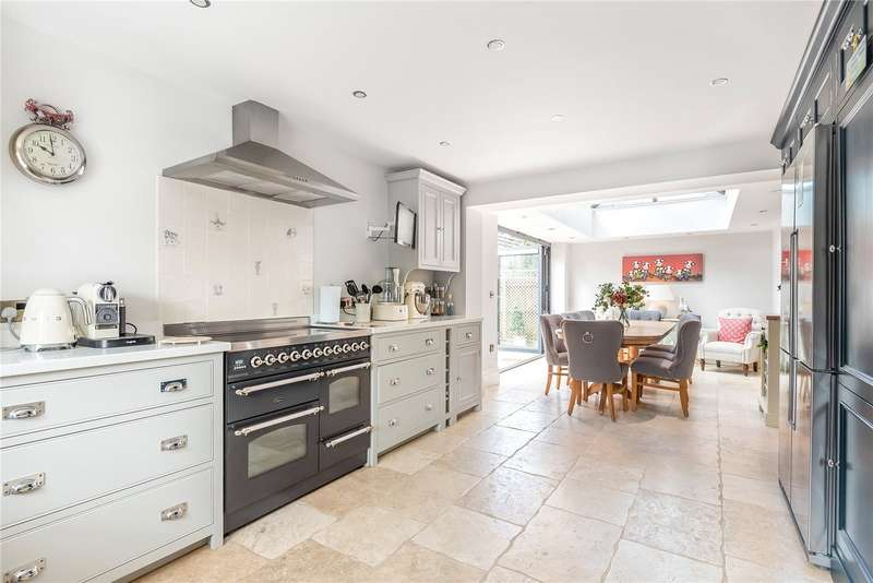 5 Bedrooms Detached House for sale in London Mews, Cirencester, GL7