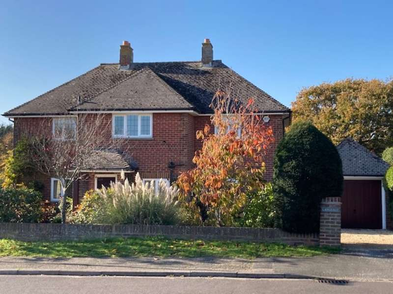 3 Bedrooms Detached House for sale in Delightful Character House