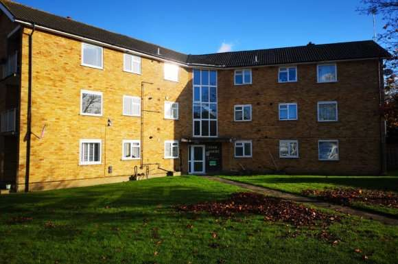 2 Bedrooms Flat for rent in Lych Gate, Watford, WD25