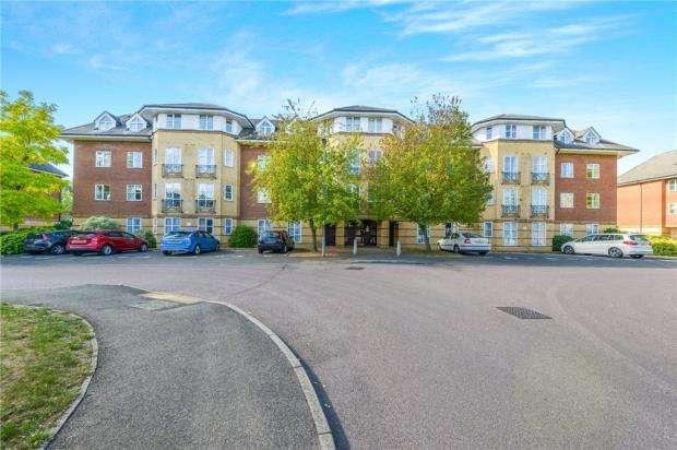 2 Bedrooms Apartment Flat for sale in Cheltenham Court, Dexter Close, St. Albans