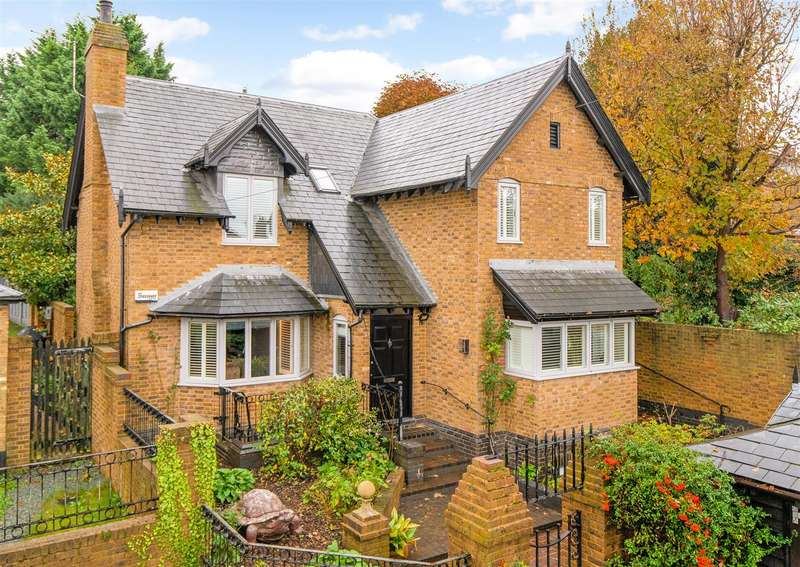 5 Bedrooms Detached House for sale in Elm Grove, Berkhamsted