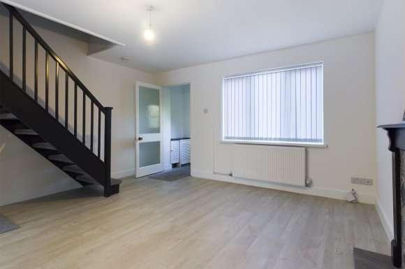 3 Bedrooms Semi Detached House for rent in Rhodfa'r Dryw, Morriston, Swansea, SA6
