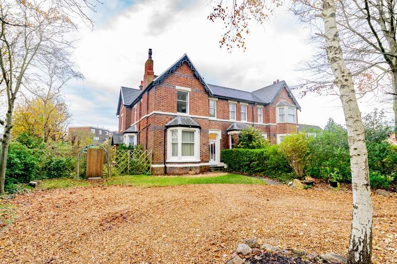 5 Bedrooms Semi Detached House for sale in Headroomgate Road, Lytham St Annes, FY8