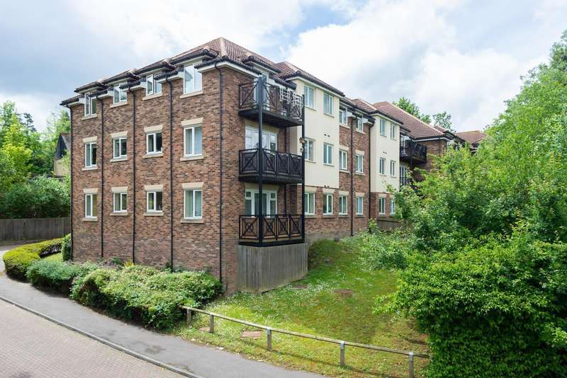 2 Bedrooms Apartment Flat for rent in Roland House, Harris Place, Maidstone, ME15