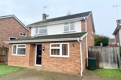 3 Bedrooms Detached House for rent in St Michaels, Kent