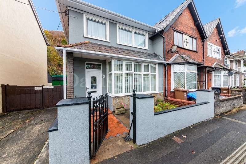 3 Bedrooms End Of Terrace House for sale in Risca Road, Cross Keys, Newport. NP11