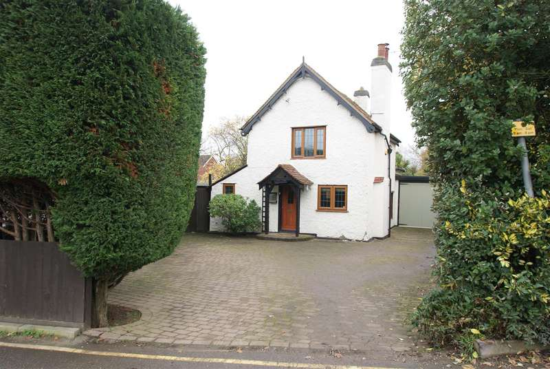 2 Bedrooms Cottage House for sale in Bull Lane, Rayleigh