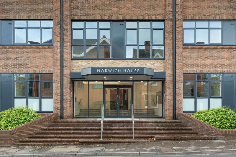 2 Bedrooms Flat for rent in Norwich House, Camberley