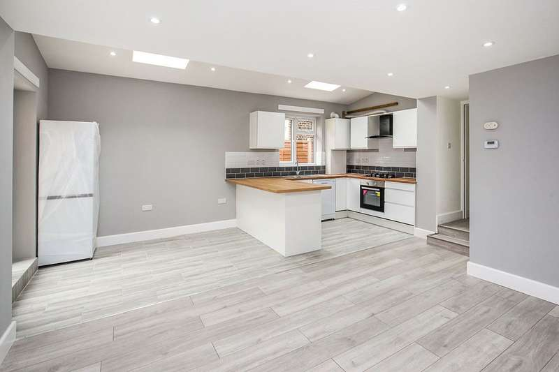 3 Bedrooms Apartment Flat for sale in Ringstead Road, London, SE6