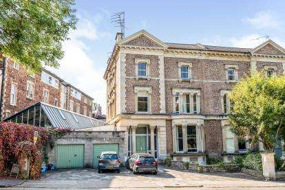 2 Bedrooms Flat for sale in College Road, Clifton, Bristol